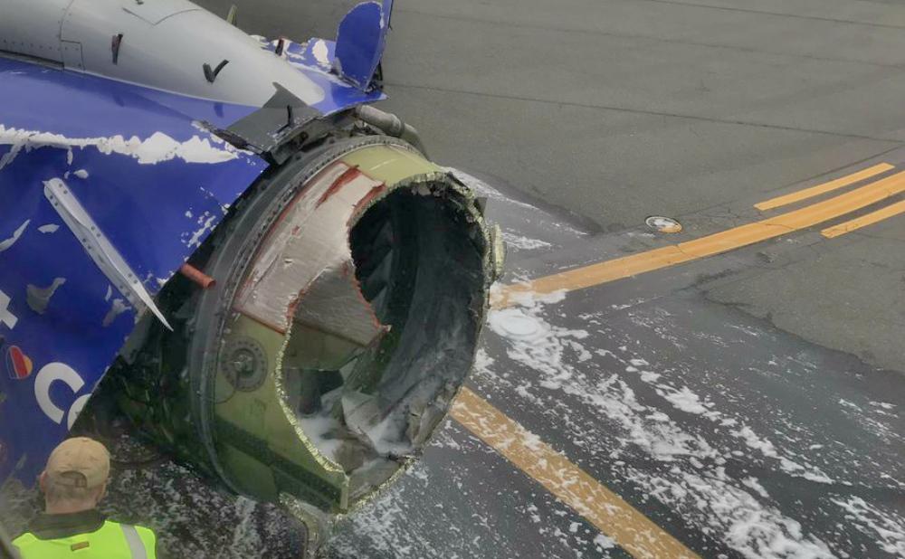 Filadelfia: un avión aterrizó de emergencia por una explosión en el motor
