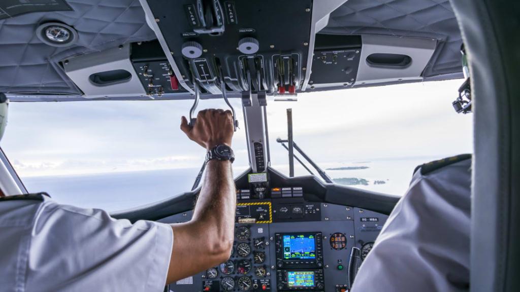 Piden pilotos y controladores prioridad en vacunación | Aviación 21